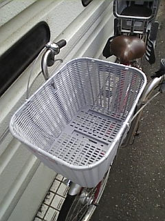 子ども乗せ自転車(ふらっか〜ずComo)のベビーチェア(前)をカゴに換えました♪